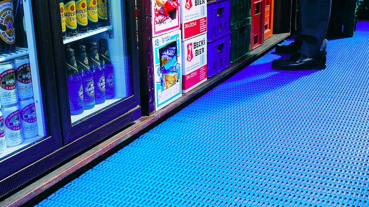 Los pavimentos de Plastex para la hostelería son ideales para bares, hoteles y restaurantes.