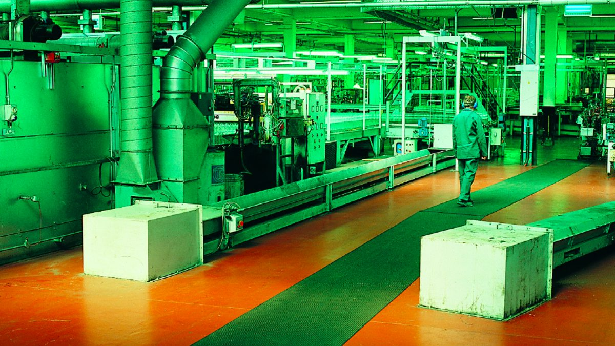 Plastex manufacturing matting is designed for workbenches, assembly areas, packing stations and machine lines.