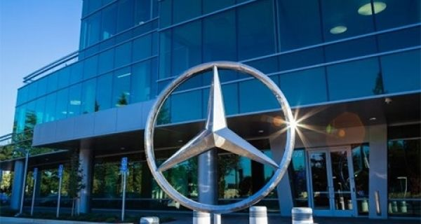 Good and Bad PR: Mercedes in the driving seat