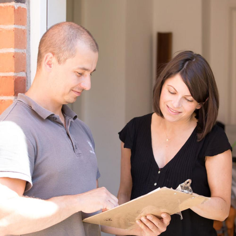 a removal expert explaining services to a customer