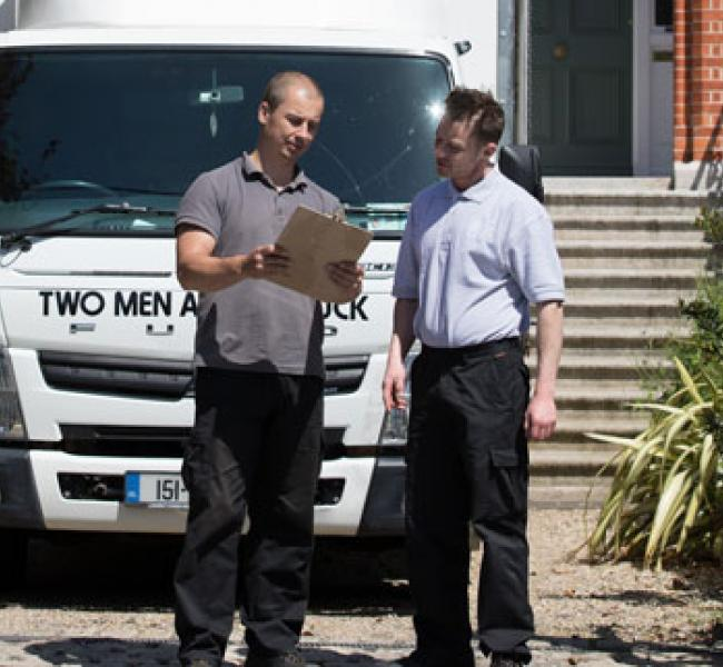 removal employee providing information to a customer