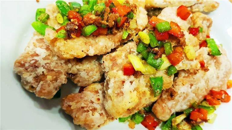 203. Chuletas de cerdo a la sal y pimienta. 椒鹽豬扒
