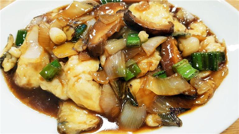 302. Filete de pescado de temporada salteado 紅燒魚柳