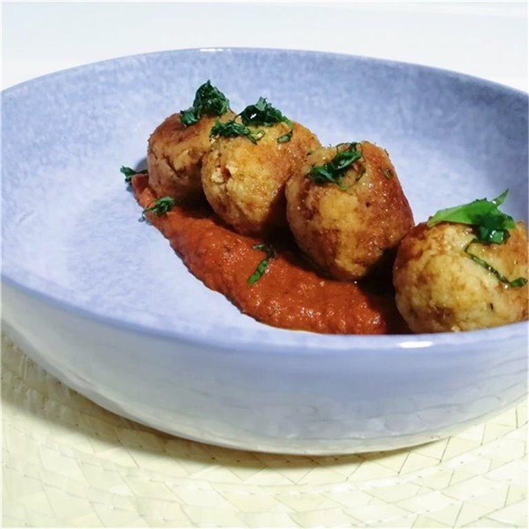 Albóndigas de bacalao en salsa de tomate