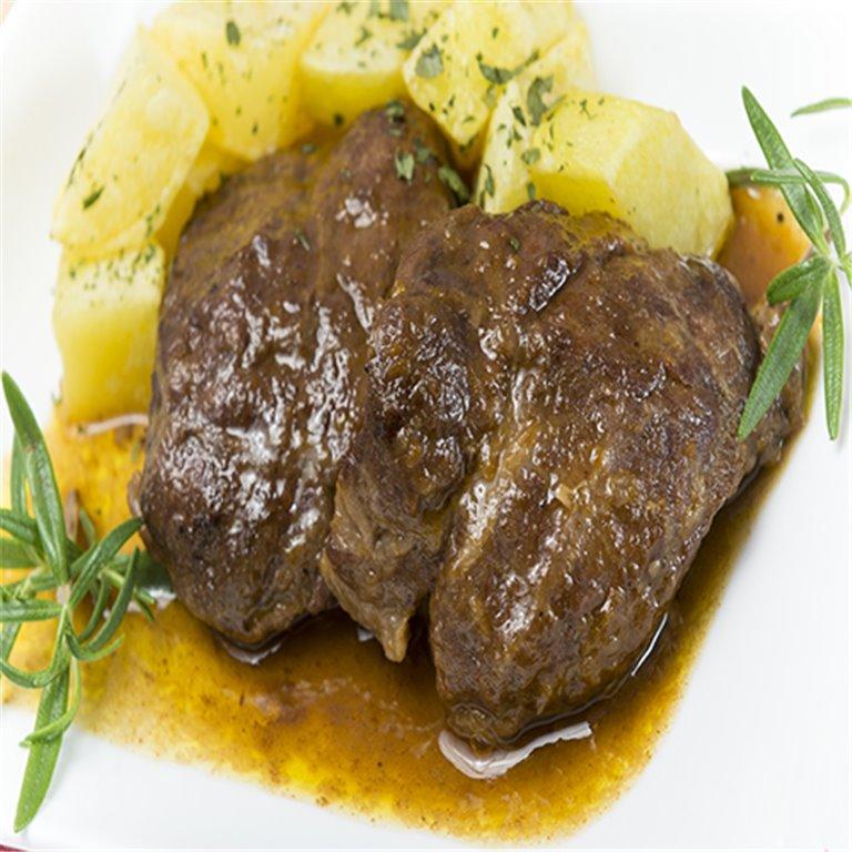 Carrillada en salsa con patatas