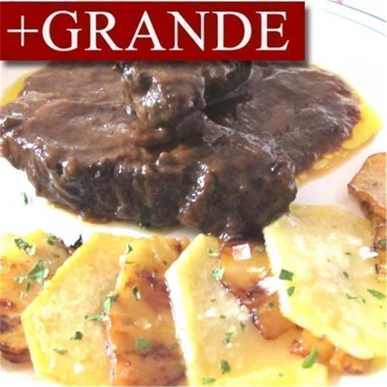 Carrilleras de Cerdo en Salsa con Patatas Horneadas +GRANDE