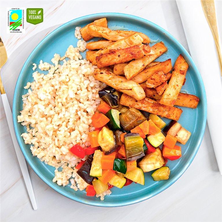 Heura con arroz integral y verduras de temporada