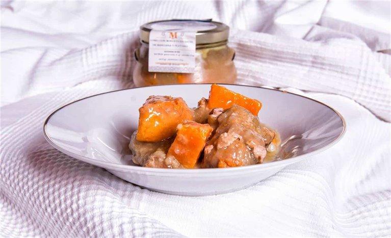 Lomo con boniato en salsa de manzana y platano
