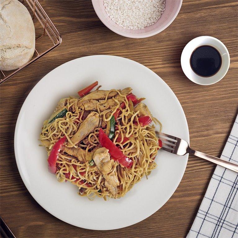 Noodles al wok de pollo y verduras