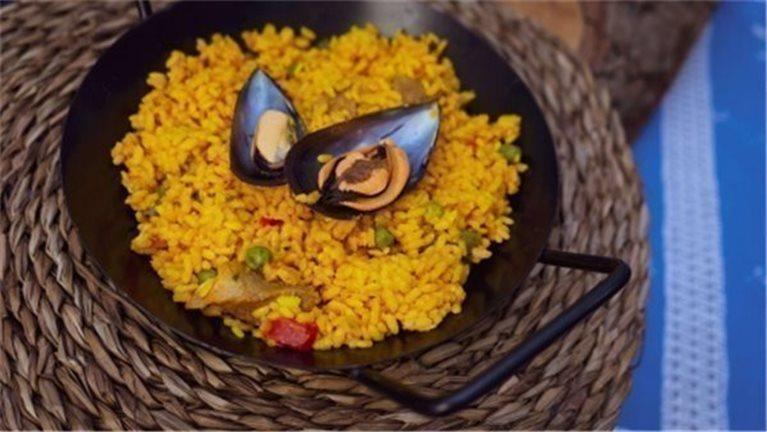 Paella Mixta de carne y marisco