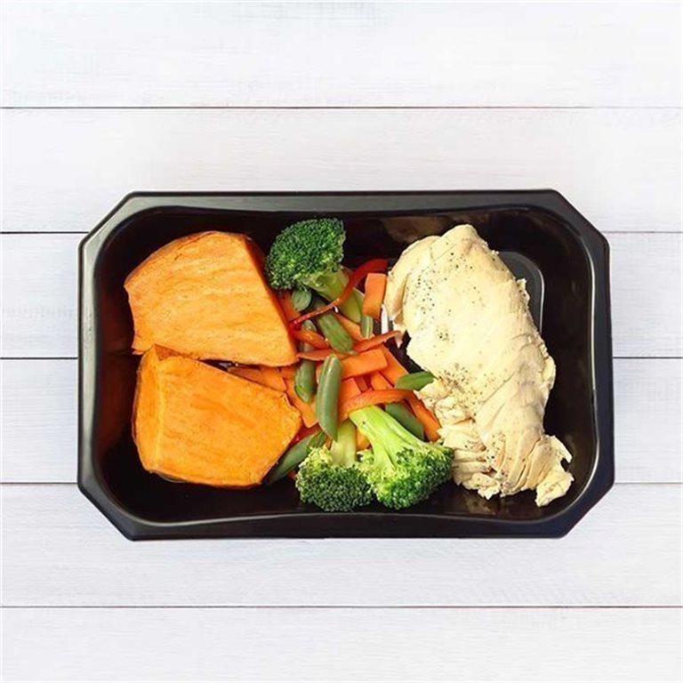 Pechuga de pollo con boniato y vegetales