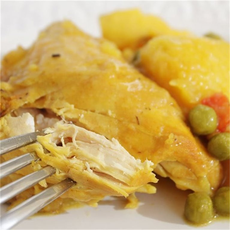 Pollo guisado con patatas