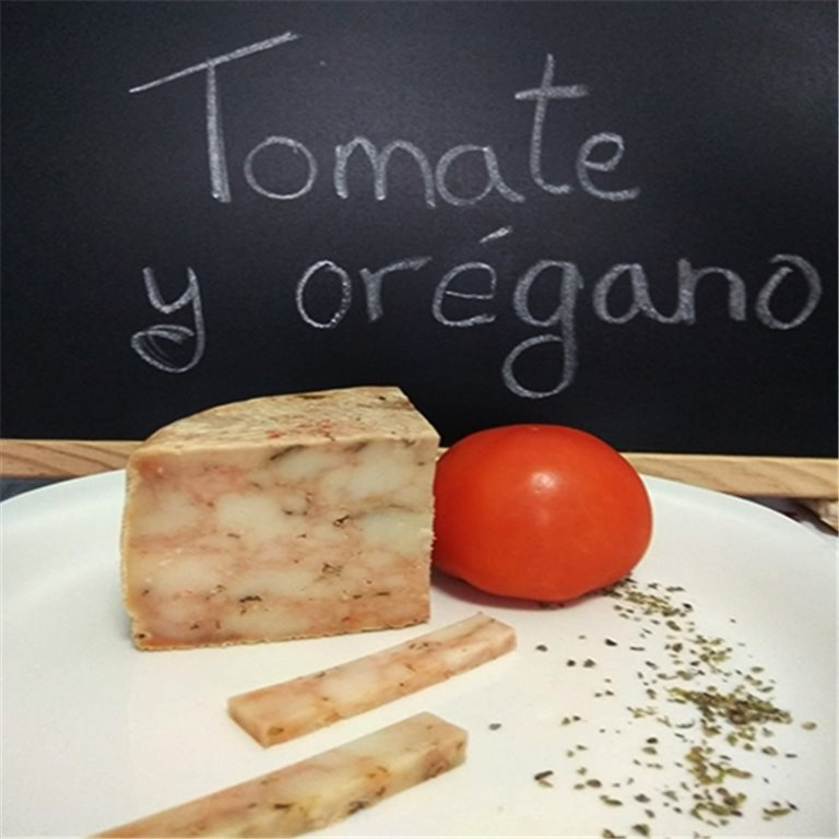 Queso 100% cabra con tomate y orégano
