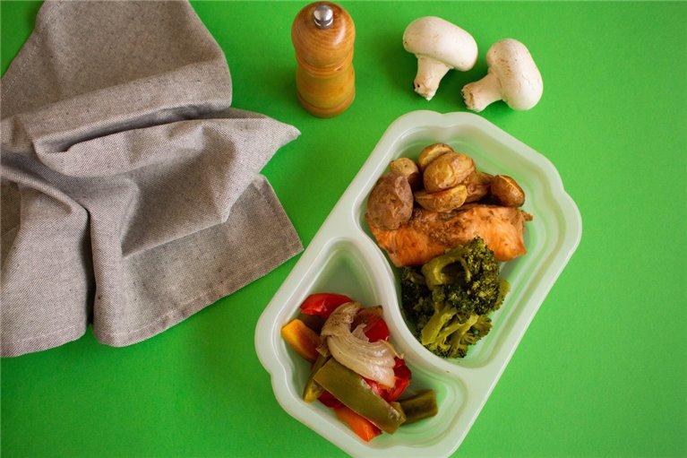 Salmón con brócoli, patata y verduras (H6)