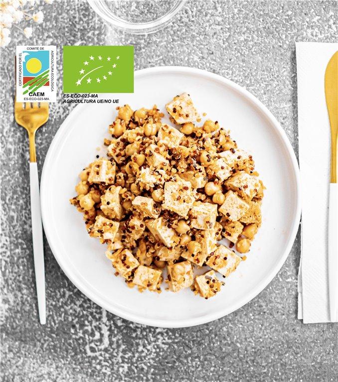 Salteado de quinoa, garbanzos y tofu
