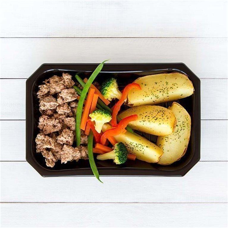 Ternera con patata y vegetales