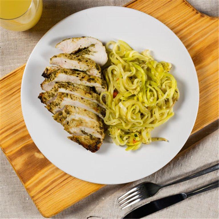 Zucchinis de calabacín con tiras de pollo