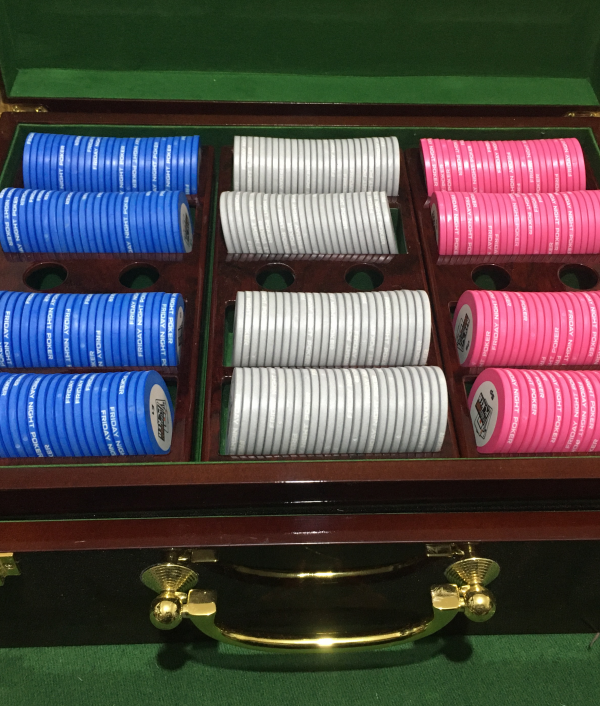 poker-table,-poker-chips-&-more-26004.png