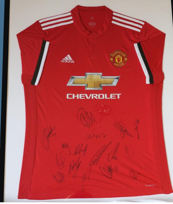 signed-manchester-united-shirt-31160.png