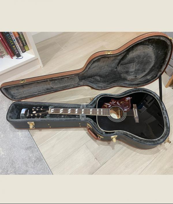 frank-turner-acoustic-guitar-34022.png