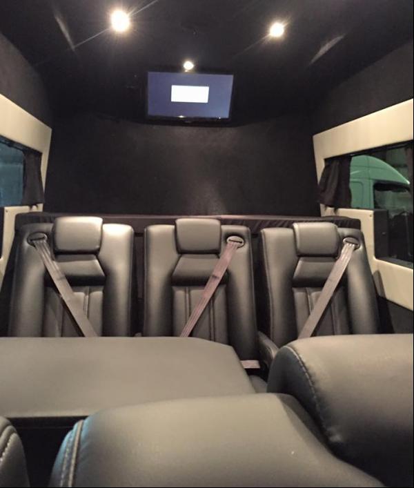 luxury-splitter-van-34169.png