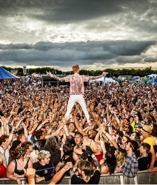 2000trees-festival-tickets-34249.png