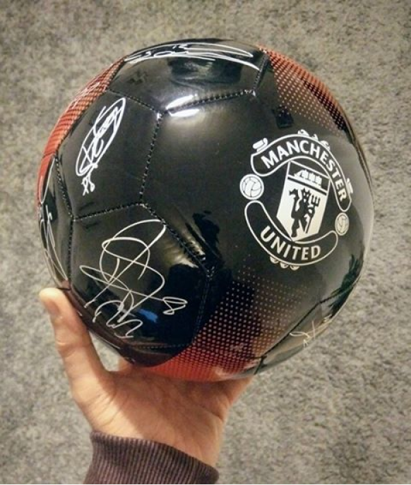 manchester-utd-signed-football-15556.png