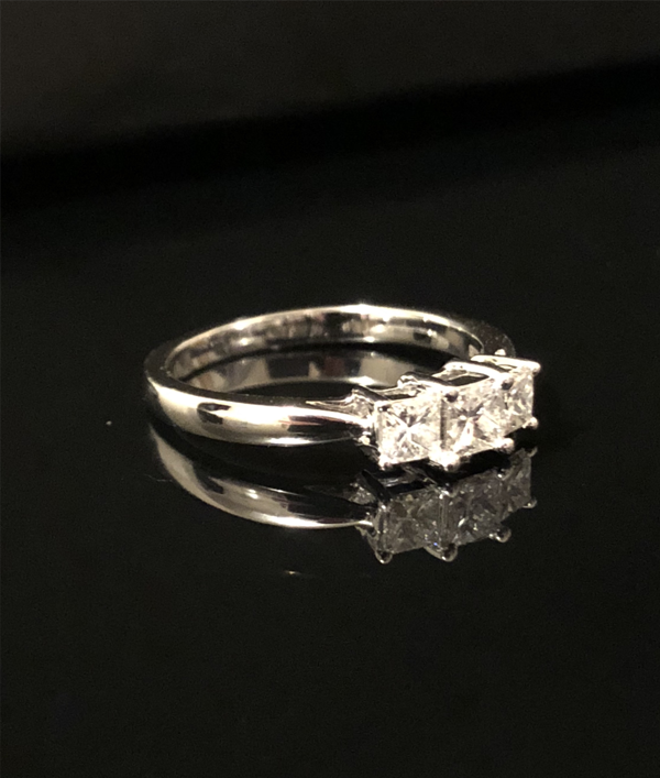 diamond-ring-worth-£2000!-16086.png