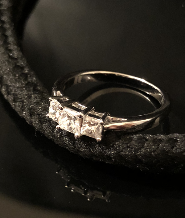 diamond-ring-worth-£2000!-16085.png