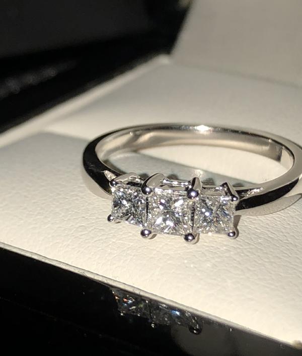 diamond-ring-worth-£2000!-16084.png