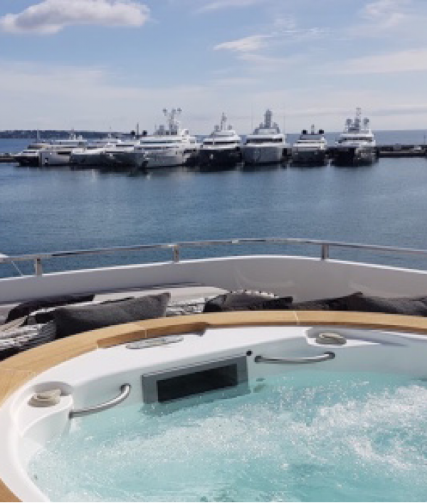 luxury-super-yacht-vacation-33710.png