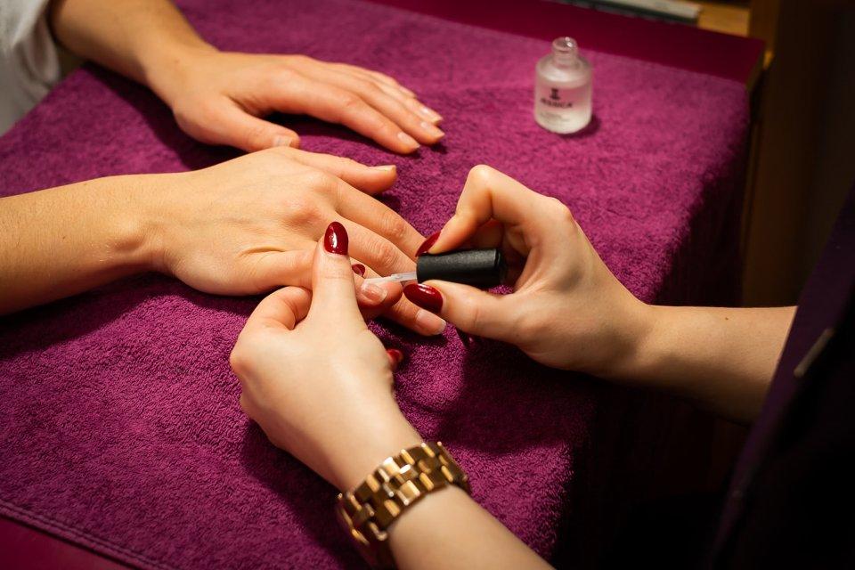 GELeration Deluxe Manicure