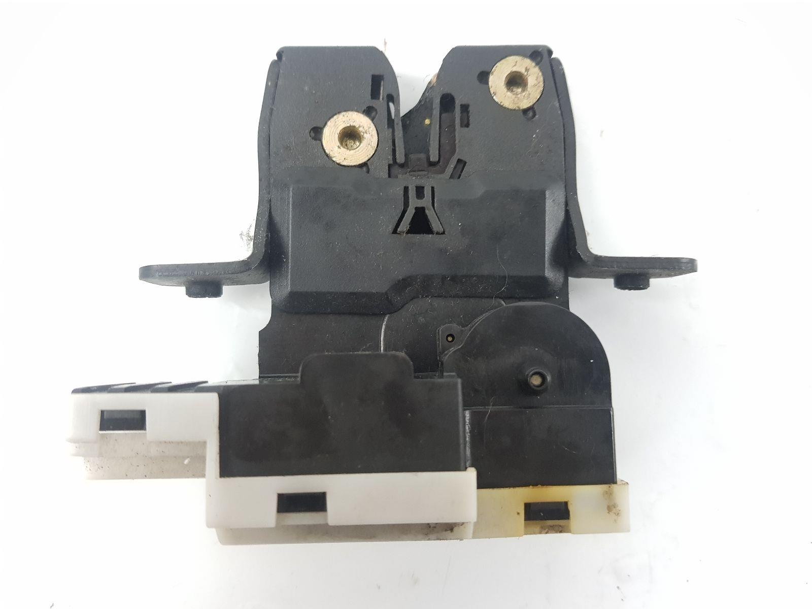 micra manual lock