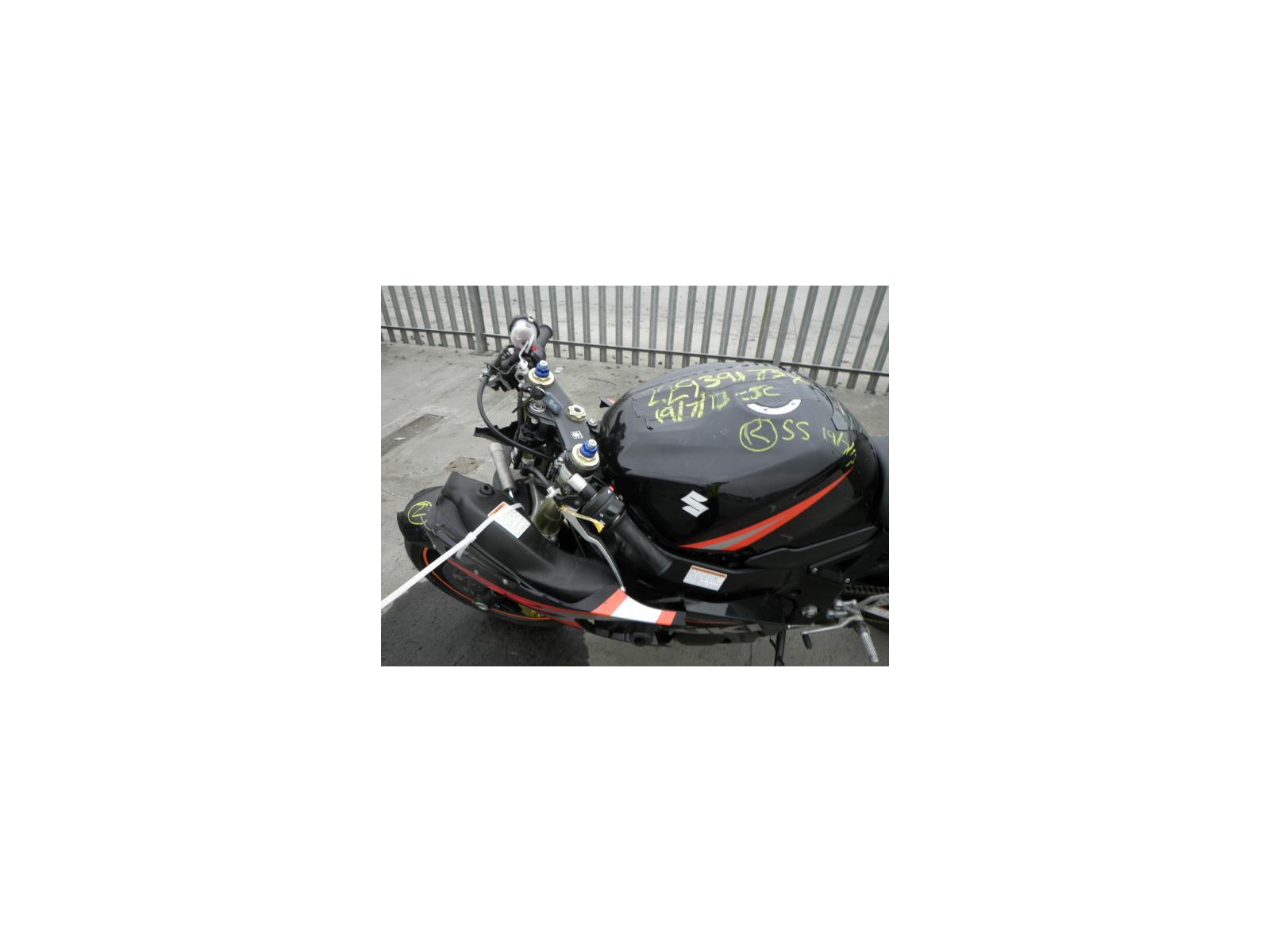 2005 Suzuki GSXR 600 MOTORCYCLE (Petrol) breaking for used