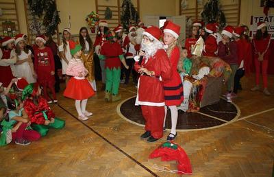 """""""Kochany Panie Mikołaju, my tak czekamy każdej zimy..."""" - spotkanie z Mikołajem w naszej szkole image"""