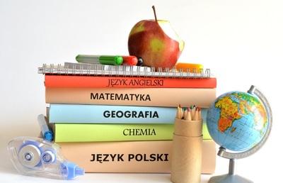 Szkolny zestaw podręczników w roku szkolnym 2021/2022. image