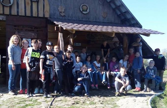 Wycieczka klasy 5b do stadniny koni w Prałkowcach image