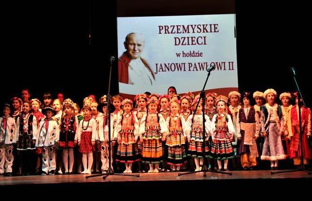 """Koncert z cyklu """"Przemyskie dzieci w hołdzie Janowi Pawłowi II image"""