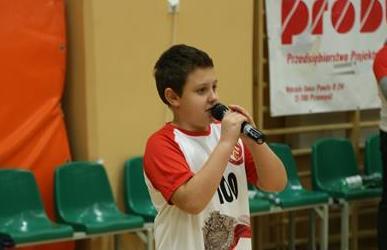 Hymn dla Niepodległej w wykonaniu Karola Chomy podczas meczu Czuwaju image