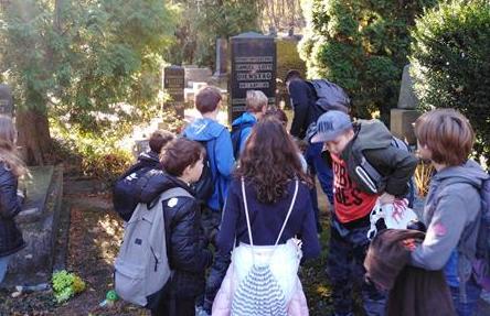Wycieczka klasy 6a szlakiem przemyskich cmentarzy image