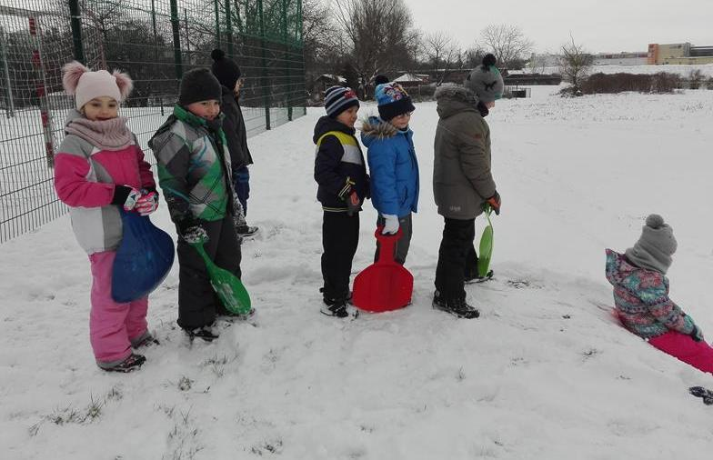 Zimowe lekcje w-f w kl. 1b image