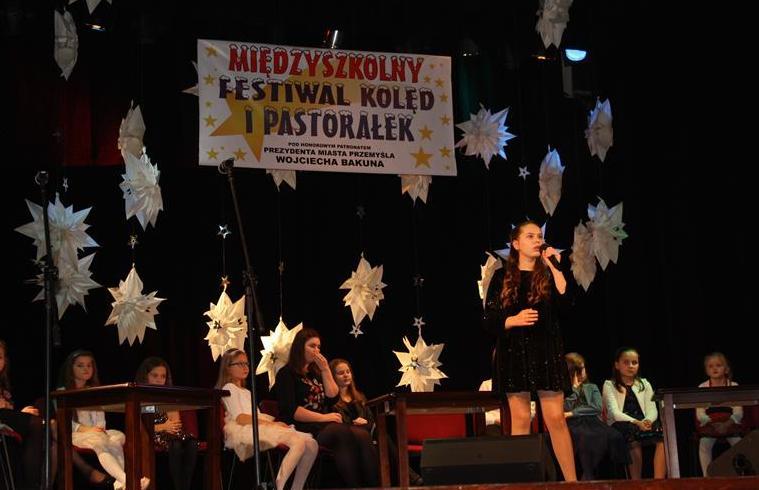 """Koncert laureatów XIII Międzyszkolnego Festiwalu Kolęd i Pastorałek """"W dzień Bożego Narodzenia radość wszelkiego stworzenia"""". image"""