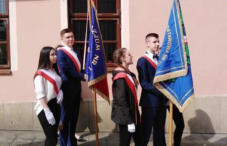 Udział pocztów sztandarowych naszej szkoły w uroczystościach z okazji Święta Konstytucji 3 Maja