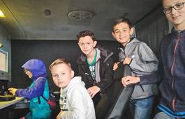 Klasy 5b i 6c  odwiedziły Bieszczadzki Oddział Straży Granicznej image