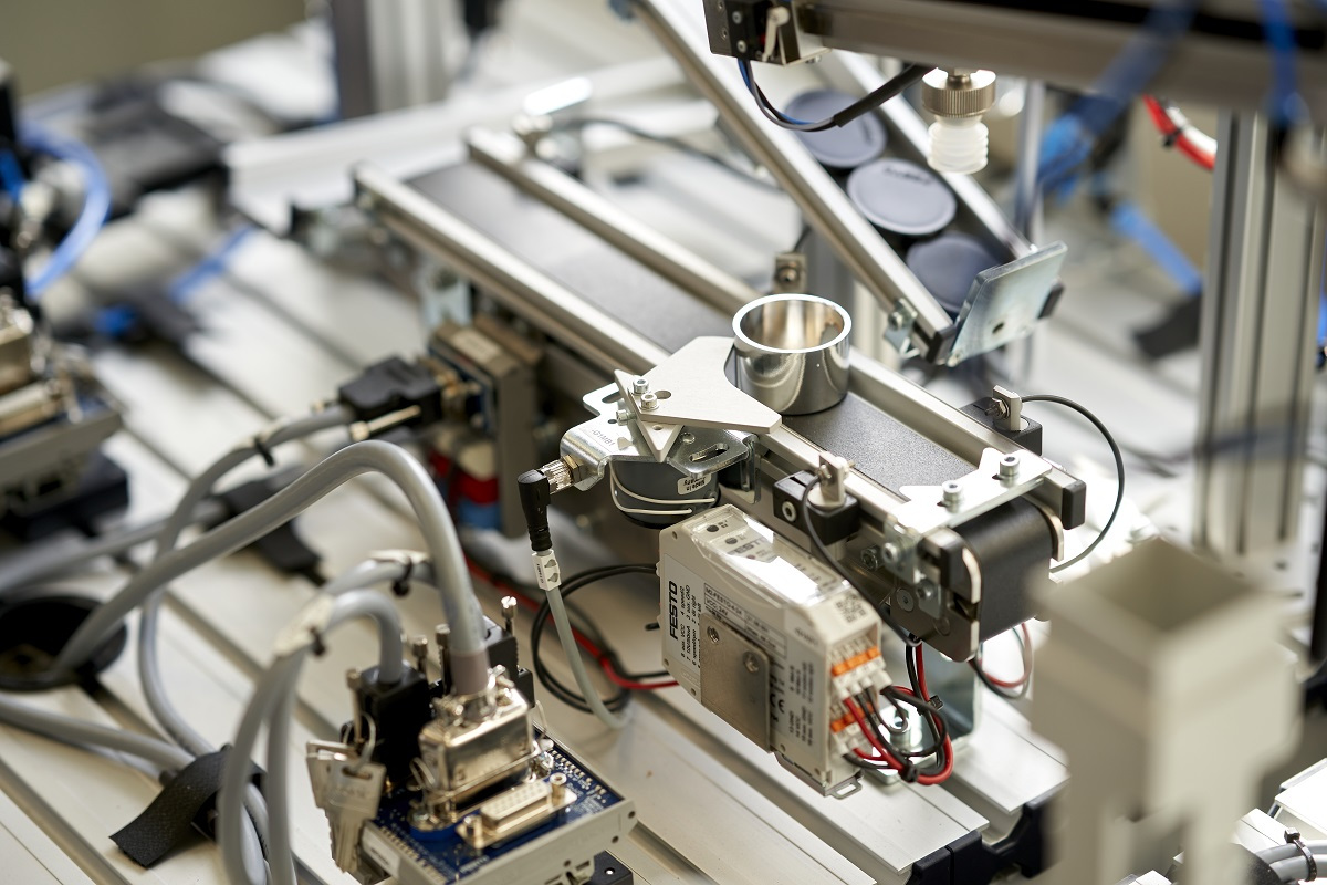 Automated manufacturing line