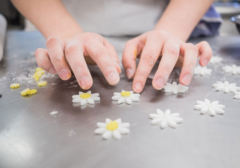A student making sugarwork flowers