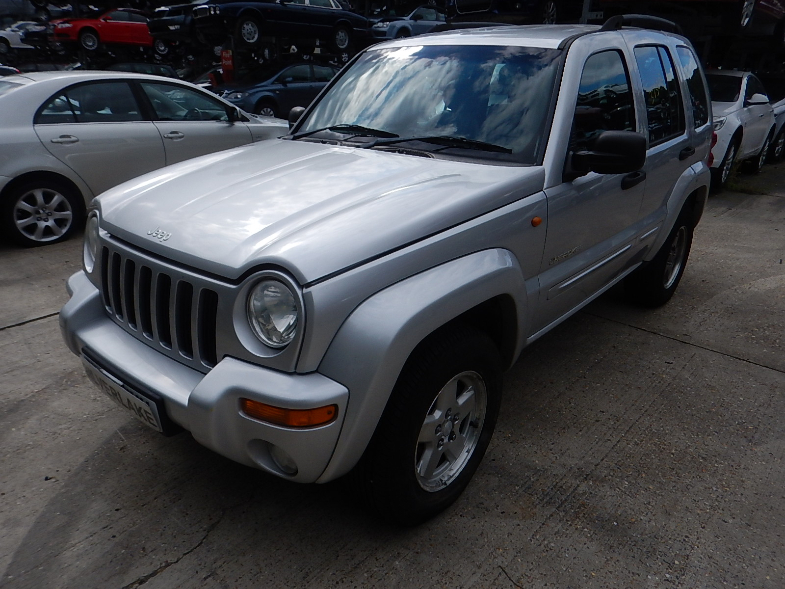 jeep cherokee 2001 to 2004 limited crd 5 door 4x4 scrap salvage car for sale auction. Black Bedroom Furniture Sets. Home Design Ideas