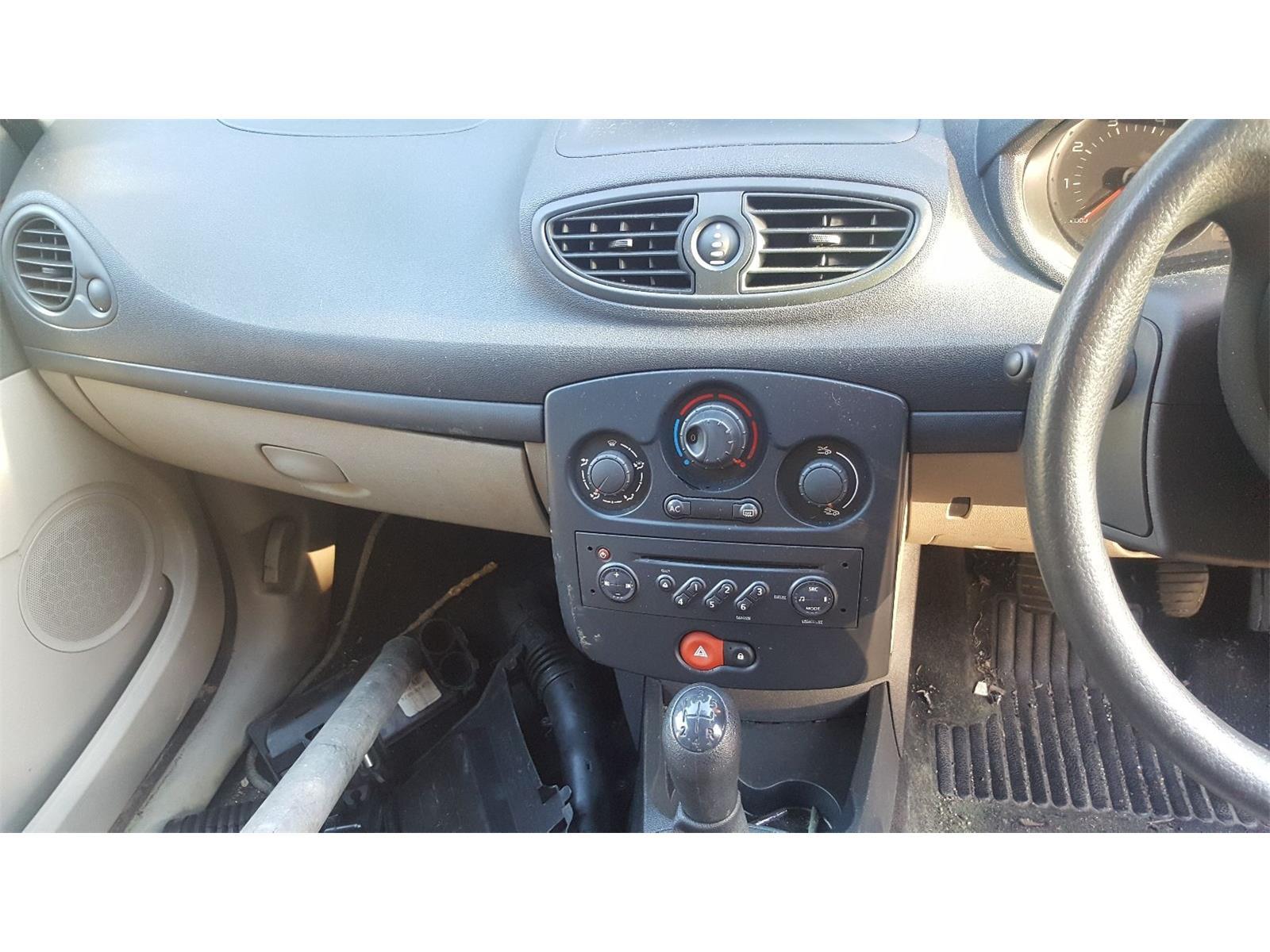 Renault Clio 2006 To 2009 Expression 5 Door Hatchback / scrap / salvage car  for sale / auction | Silverlake Autoparts