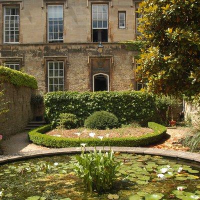 Holmes Garden