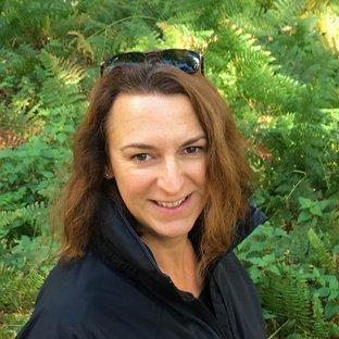 Professor Theresa Burt de Perera